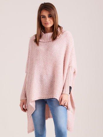 Jasnoróżowy asymetryczny sweter z golfem MAGPIE