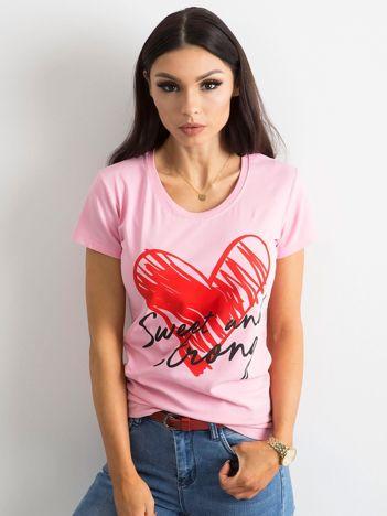 Jasnoróżowy damski t-shirt z bawełny