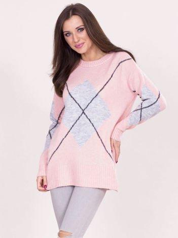 Jasnoróżowy sweter w romby