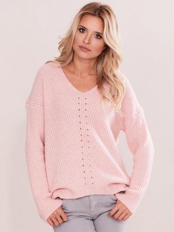 Jasnoróżowy sweter w serek