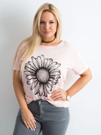 Jasnoróżowy t-shirt damski z nadrukiem PLUS SIZE
