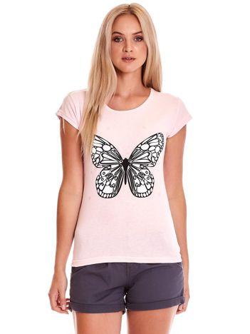 Jasnoróżowy t-shirt z motylem