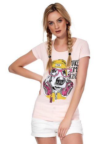 Jasnoróżowy t-shirt z zabawnym psem