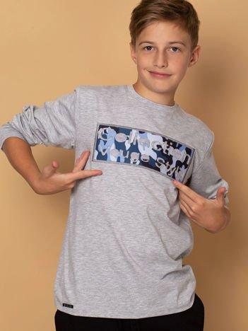 Jasnoszara bluza dla chłopca z naszywką
