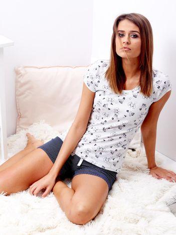 Jasnoszara piżama z szortami z nadrukiem