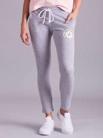Jasnoszare damskie spodnie dresowe z troczkami