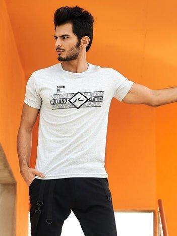 Jasnoszary t-shirt męski z poziomym nadrukiem