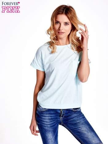 Jasnoturkusowy t-shirt z kieszonką