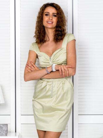 Jasnozielona sukienka z drapowaniami