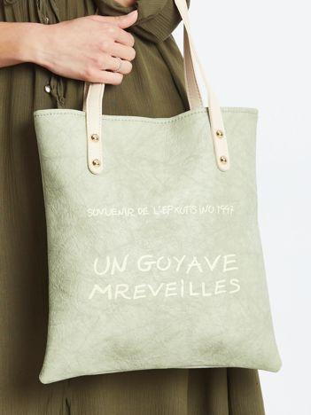 Jasnozielona torba z napisem