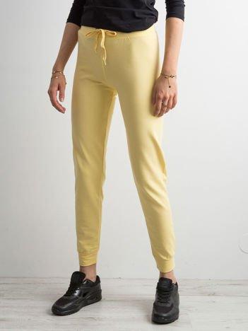 Jasnożółte spodnie dresowe z troczkami
