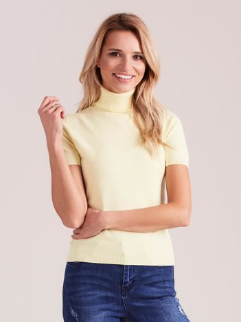 Jasnożółty sweter z golfem i krótkim rękawem