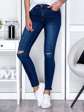 Jeansy z rozcięciami na kolanach niebieskie