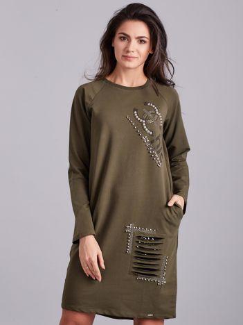 Khaki dresowa sukienka ze zdobieniami