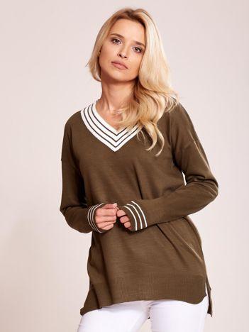 Khaki luźny sweter V-neck z domieszką wełny