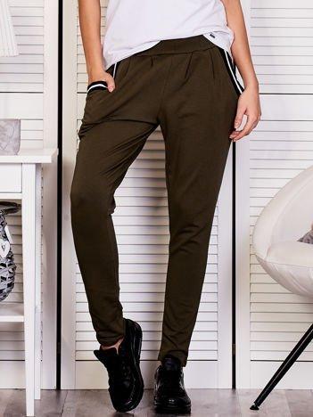 Khaki spodnie dresowe ze ściągaczami przy kieszeniach