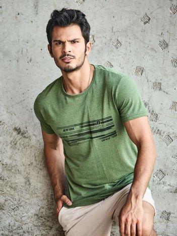Khaki t-shirt męski z miejskim nadrukiem
