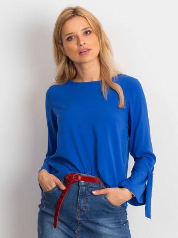 Kobaltowa bluzka z wiązaniami na rękawach