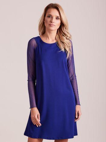 Kobaltowa sukienka o luźnym kroju