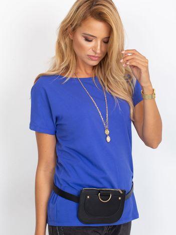 Kobaltowy t-shirt z dekoltem na plecach