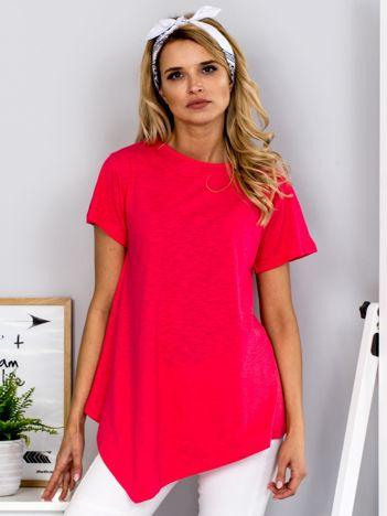 Koralowy t-shirt z asymetrycznym przodem