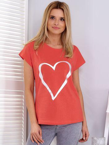 Koralowy t-shirt z srebrnym sercem