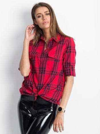 Koszula czerwona w kratę z podwijanymi rękawami