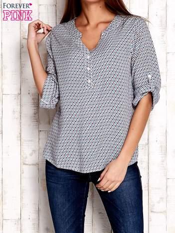 Koszula w geometryczne wzory z podwijanymi rękawami