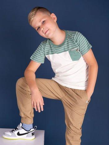 Kremowo-zielony t-shirt chłopięcy w paski