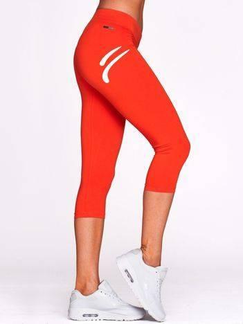 Krótkie legginsy do fitnessu z białym logo ciemnopomarańczowe