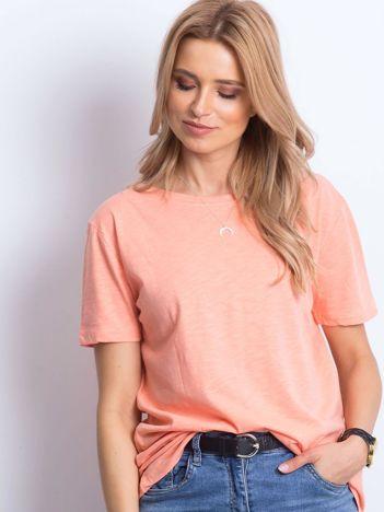 Łososiowy t-shirt z głębokim dekoltem z tyłu