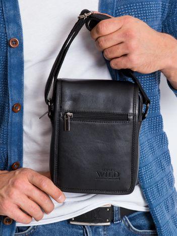 Mała czarna torebka męska z klapką