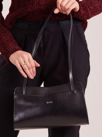 Mała czarna torebka skórzana