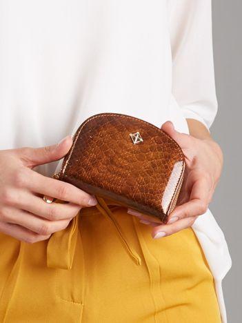 Mały brązowy portfel na suwak