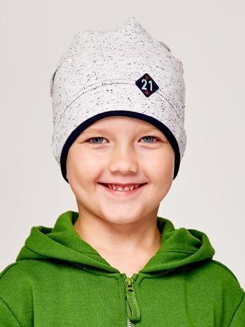 Melanżowa czapka chłopięca z naszywką 21 szaro-granatowa