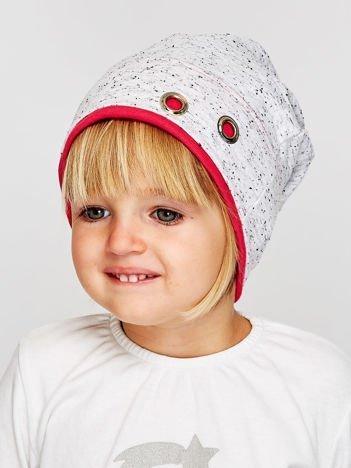 Melanżowa czapka dziewczęca z ozdobnymi nitami szaro-koralowa