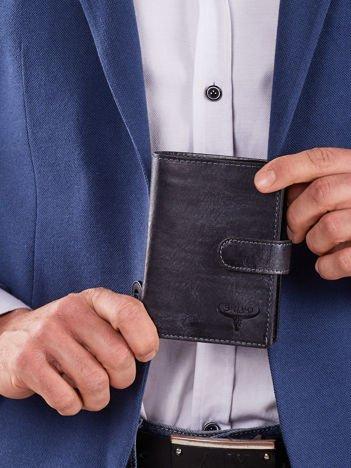 Męski portfel ciemnoniebieski z klapką
