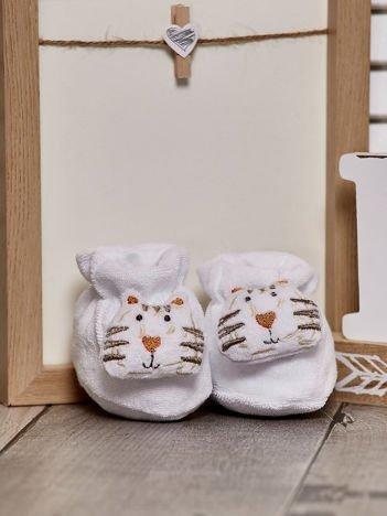 Miękkie buciki dziecięce z ozdobnym kotem białe