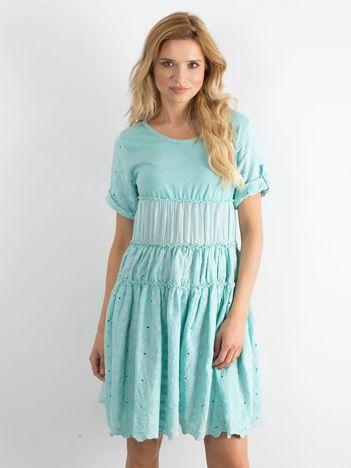 Miętowa rozkloszowana sukienka z haftem