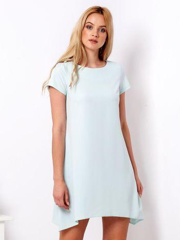Miętowa sukienka o trapezowym kroju