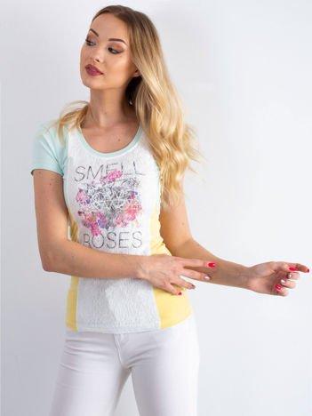 Miętowo-żółty t-shirt z napisem