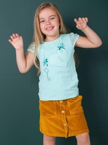 Miętowy t-shirt dla dziewczynki z dżetami