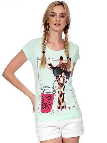 Miętowy t-shirt z żyrafą