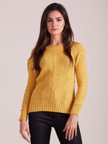 Musztardowy dzianinowy sweter damski