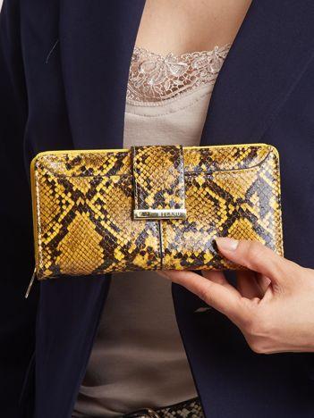 Musztardowy portfel z wężowym wzorem