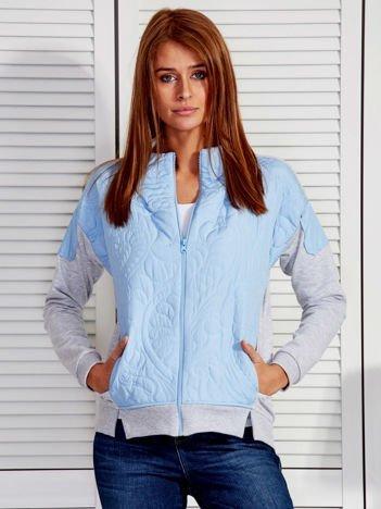 Niebieska bluza z pikowanym modułem