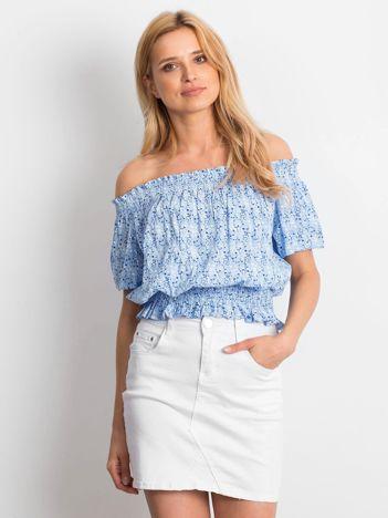 Niebieska bluzka hiszpanka we wzory