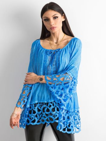 Niebieska bluzka koronkowa oversize