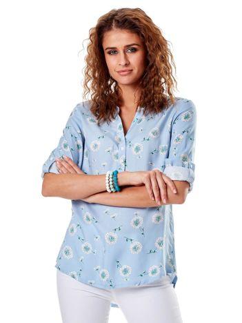 Niebieska bluzka w dmuchawce