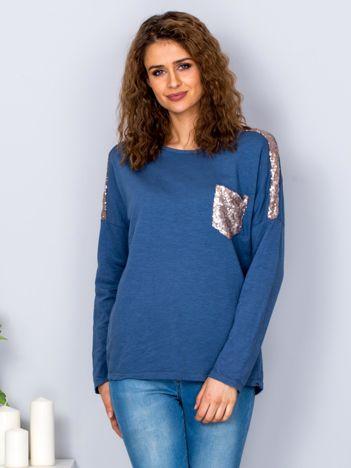 Niebieska bluzka z cekinową kieszenią